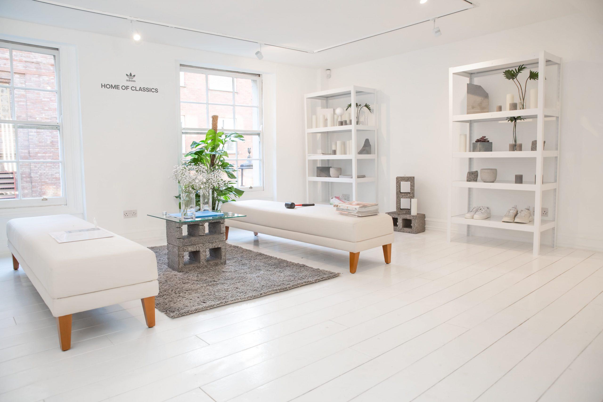Houten vloer wit verven; zo krijg je de witte houten vloer van je dromen!